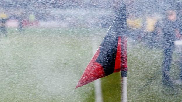 Vremea rea anuleaza mai multe meciuri din primele ligi